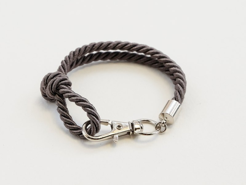 Silver clip bracelet in dark gray color
