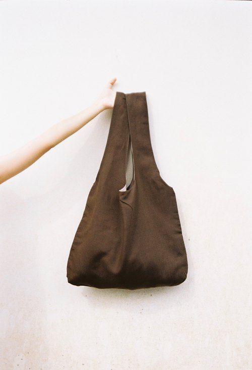 Reversible bag two-tone two-color