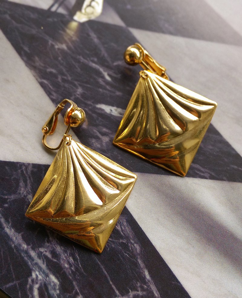 [Western antique jewelry / old age] 1970's metal drape will be style clip earrings