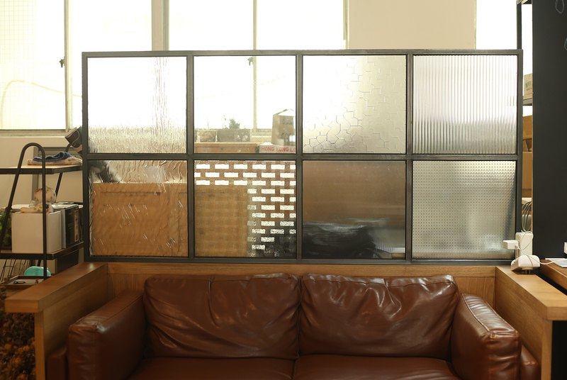 Industrial style _ iron piece glass screen / installation art / space decoration / coffee shop / provide customized service