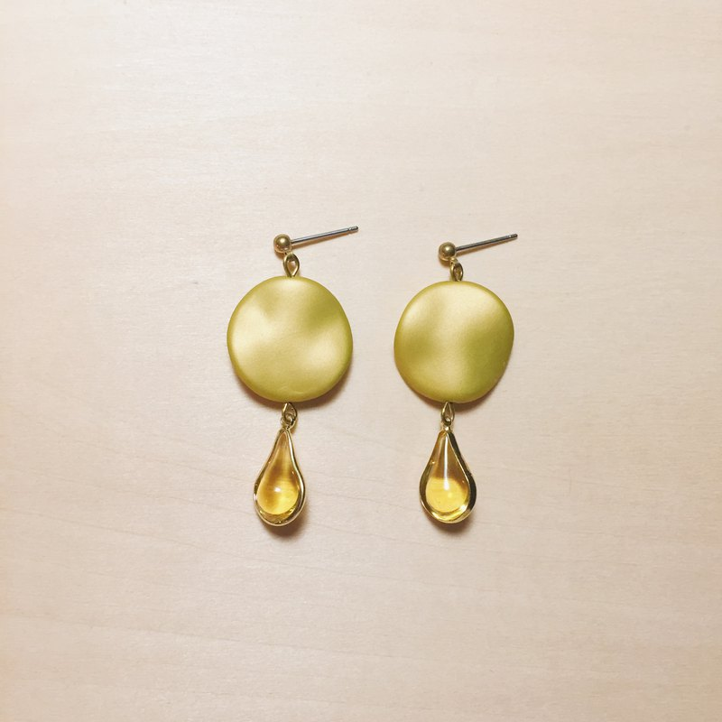 Vintage Frosted Yellow Phnom Penh Drop Earrings