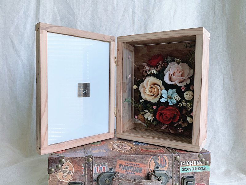 Solid wood without a big flower frame filled with memories