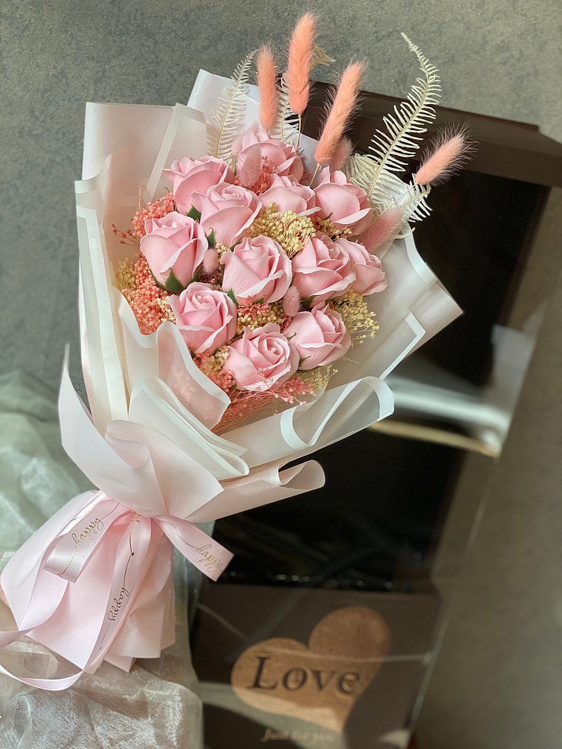 Hardcover 11 soap roses gift box dried flowers | Best choice for birthday and Valentine's Day | Taipei can pick up