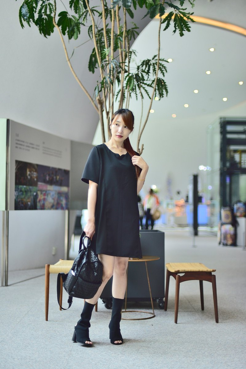 Mu Hao: pure black splicing elegant dress
