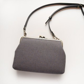 Small Gege two shoulder bag / mobile phone bag / mouth gold bag [made in Taiwan]
