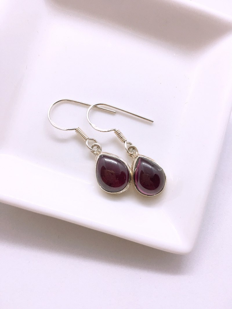 Garnet earrings Handmade in Nepal 92.5% Silver
