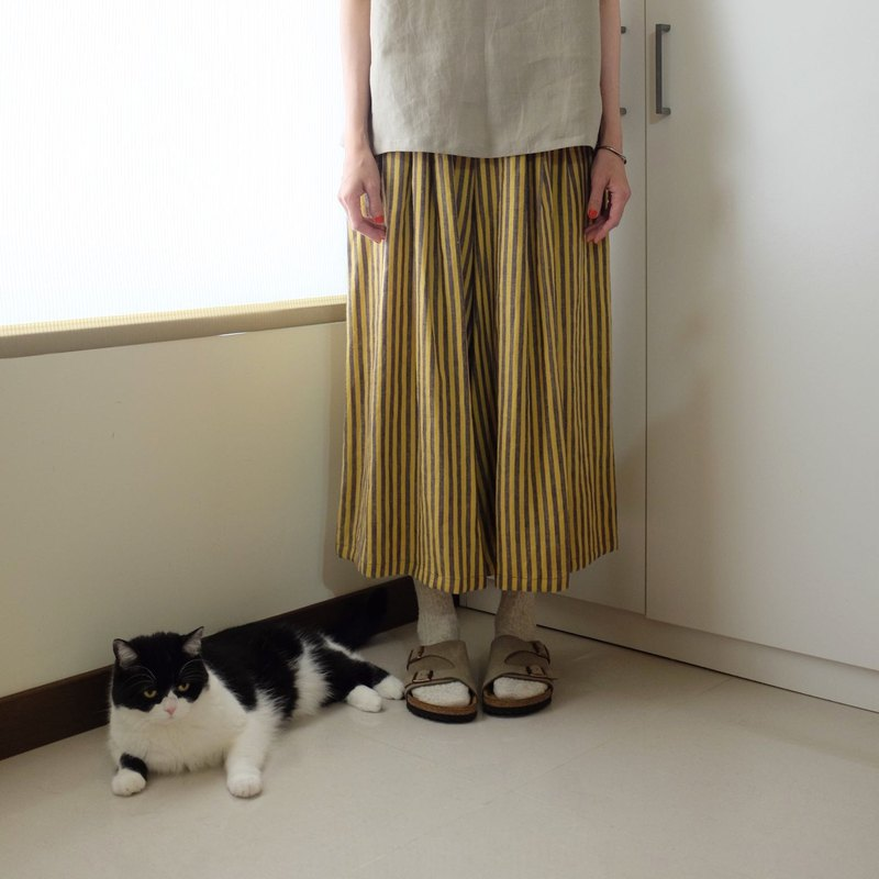 Daily hand-made clothes, yellow-violet stripes, pleats, wide skirts, linen
