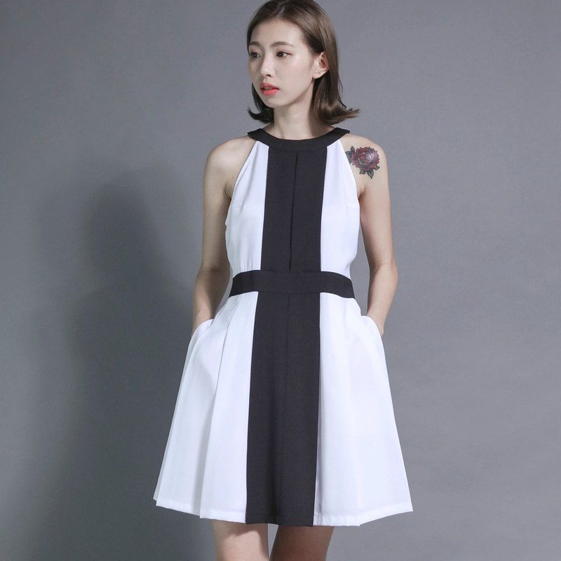 Planet_Planet Box Shoulder Dress_7SF019_Black and White