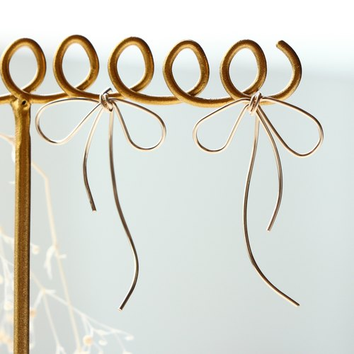 14kgf-simple curve asymmetry ribbon pierced earrings(可換耳夾 can change to clip-on,please let me know!!)