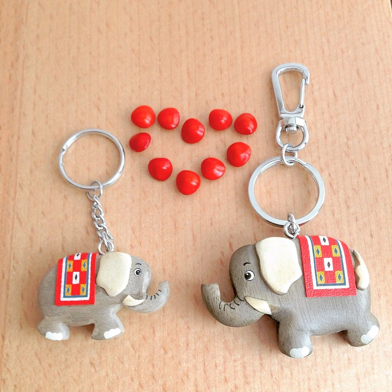 [Animal series x kiss cute elephant] handmade wooden key ring / charm