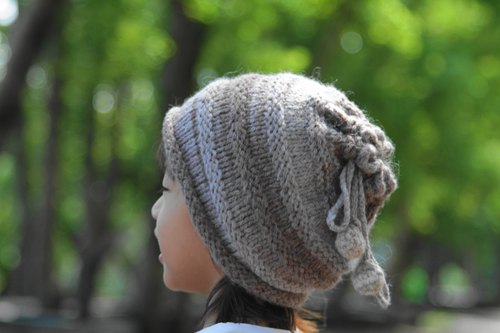 Warm Merino's collar with a winter hat and a hat