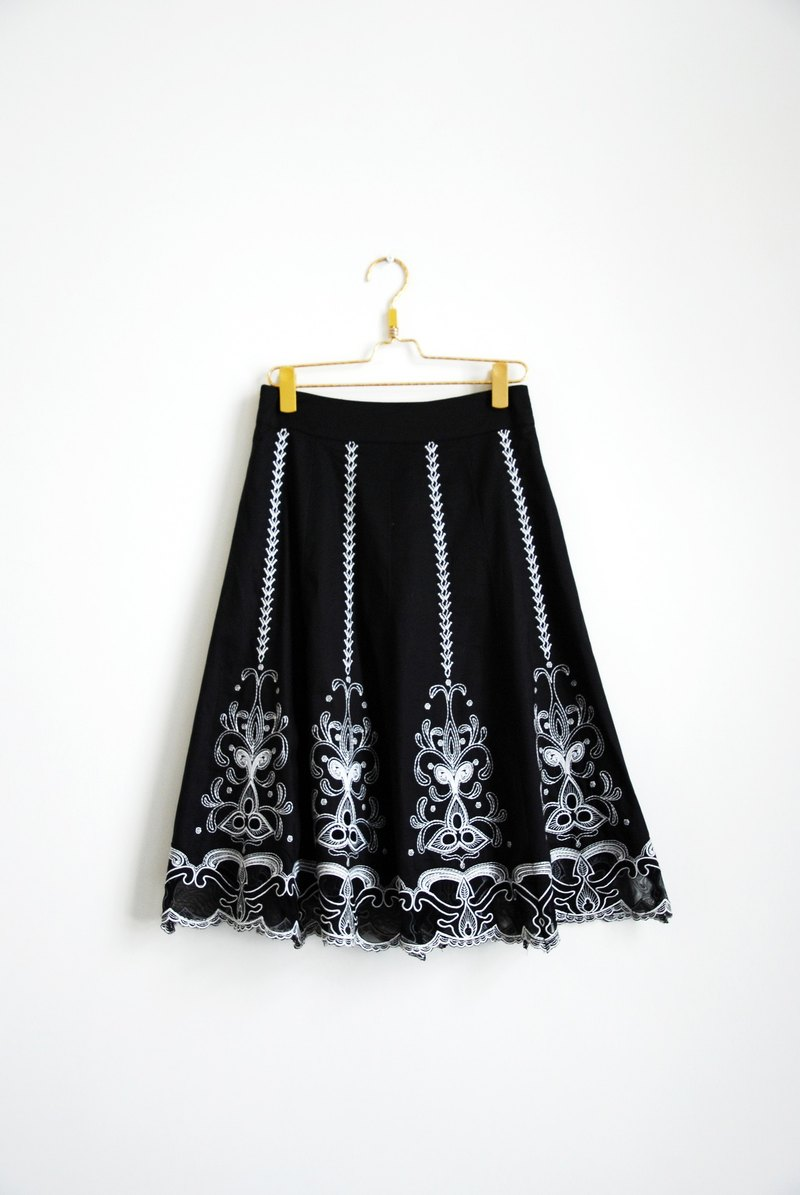 Vintage hollow carved skirt