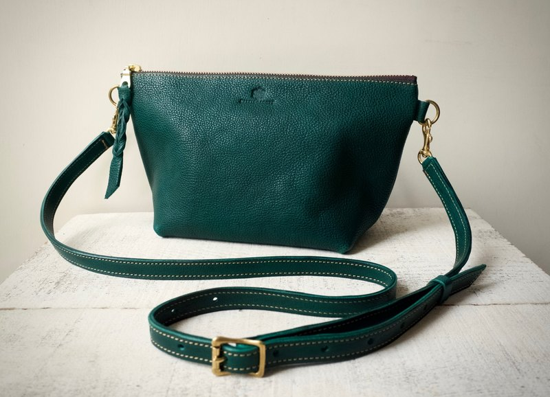 "【Instant delivery possible】 JAPAN Leather * Nume Leather Handbag Shoulder Pouch ""barco"" L (bottle green)"