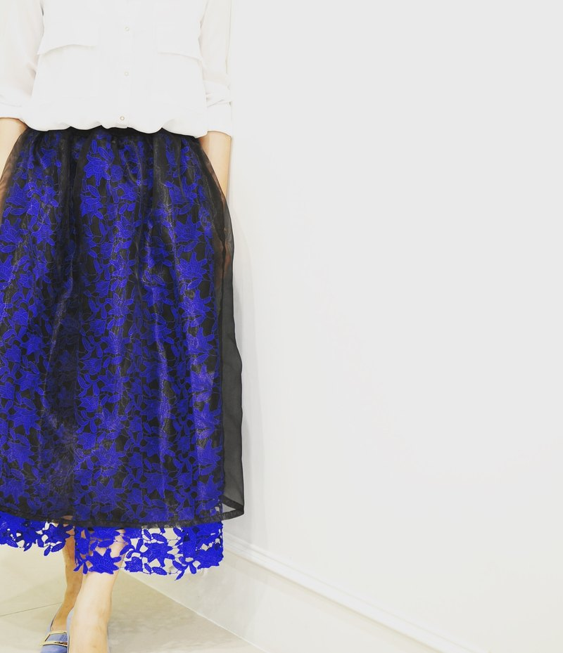 Flat 135 X Taiwanese designer series French round dress black outer black yarn inner blue hollow flower lace yarn skirt dress skirt waist elastic skirt has a small sexy