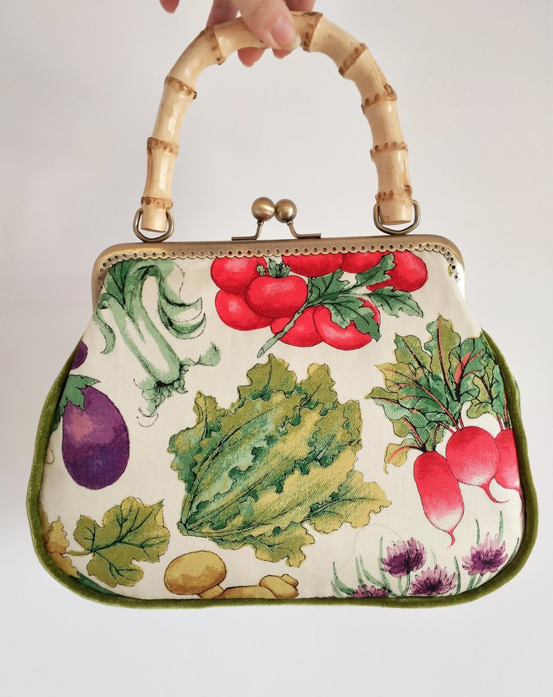 [Who knocked over my basket] Original hand-made fresh vegetable printing bamboo handle mouth gold bag orphan