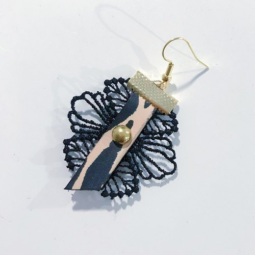 Mystery Art Dyed BlackSwan Black Swan series lace short earrings pair