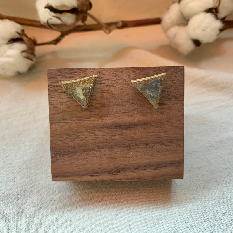Clay triangle earrings 18