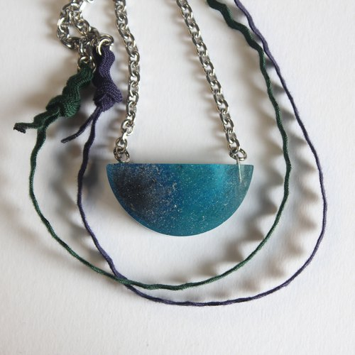 Resin Necklace / Pulse