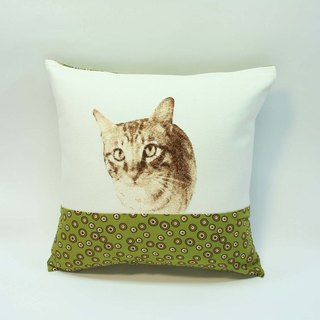 Embroidery small pillow 04- cat