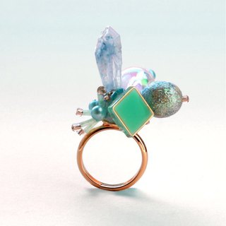 Blossom candy. Sky blue drops crystal spade mini ring