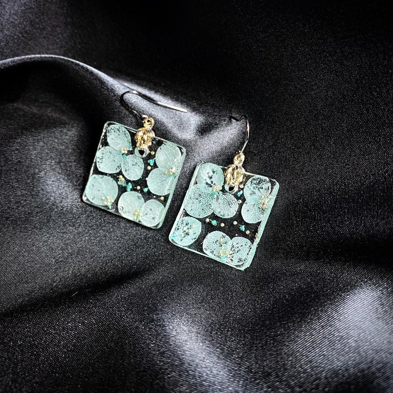 O2: no.5 | Pressed handmade earrings