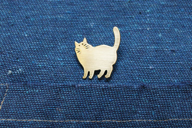 Hand made brass cat brooch #12. Handmade Brass Cat pin. Really forged gold ブローチ
