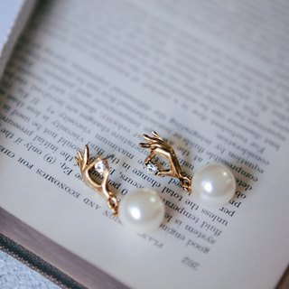 COR-DATE small hand hanging pearl earrings - White Pearl -580