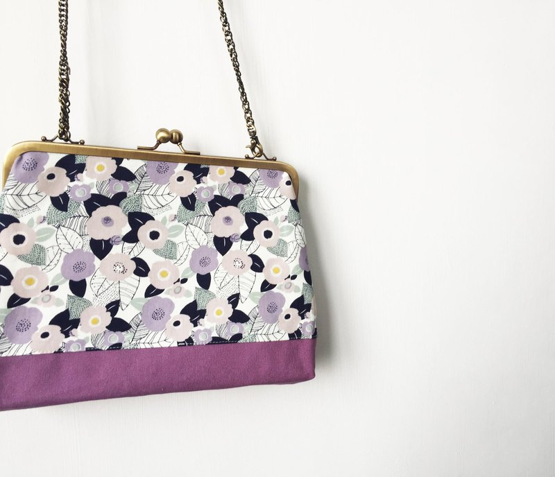 Purple flowers flowers clasp frame bag/with chain/ cosmetic bag