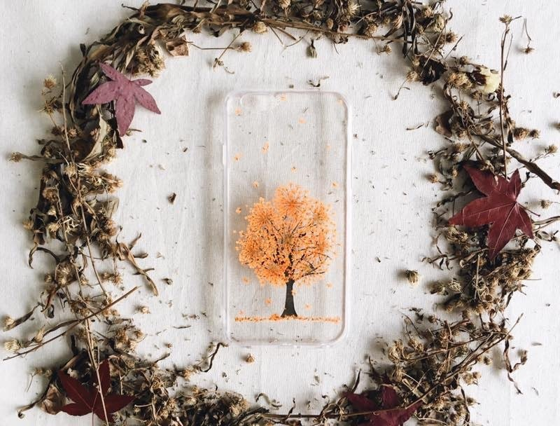 "春夏 ""秋"" 冬 • Handpressed Flower Phone Case"