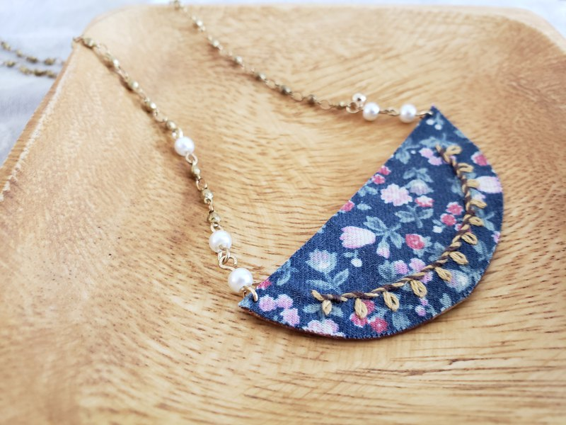 Embroidered vintage necklace