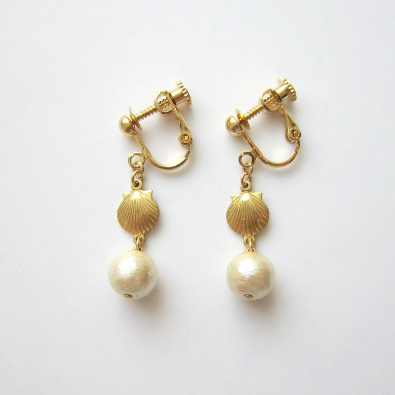 Shell and Cotton Pearl Earring A