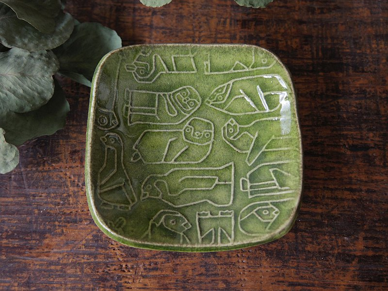 Green square tiny plate with relief penguins