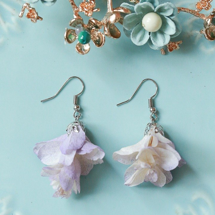 """Three hand-made floral cat"" real flowers Preserved flowers hydrangea petals earrings"