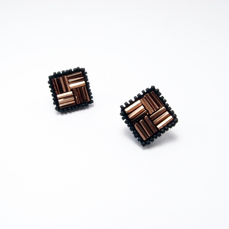 Cube Embroidery Earrings / Coppery-Red