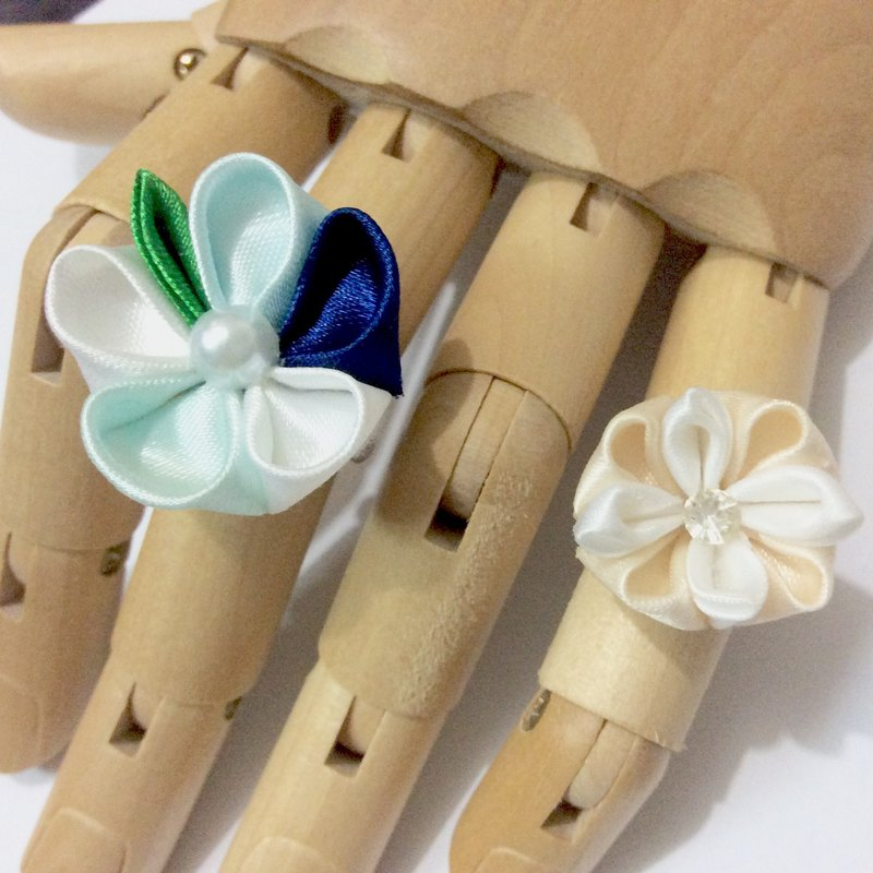 kanzashi Ribbon flower ring blue and white, ivory rings(つまみ細工)