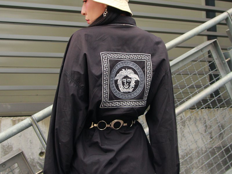 ///Fatty bone/// VERSACE black long-sleeved shirt embroidered vintage Vintage