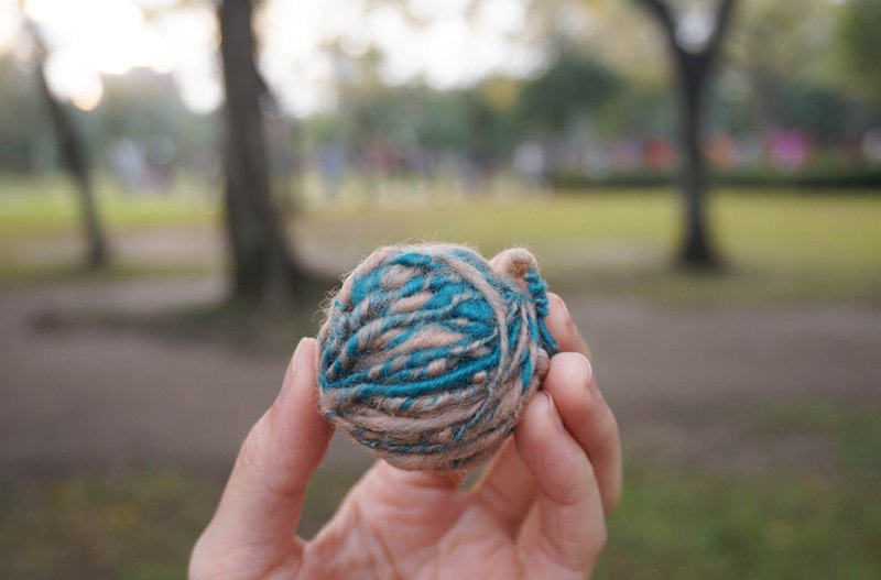 Hand twisting line | Lake Blue Twine