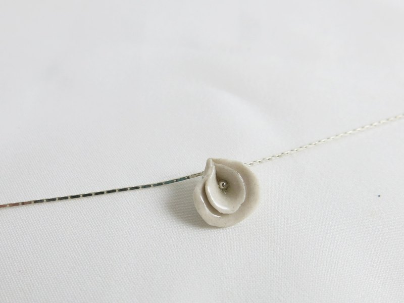 La môme ceramic necklace (white)