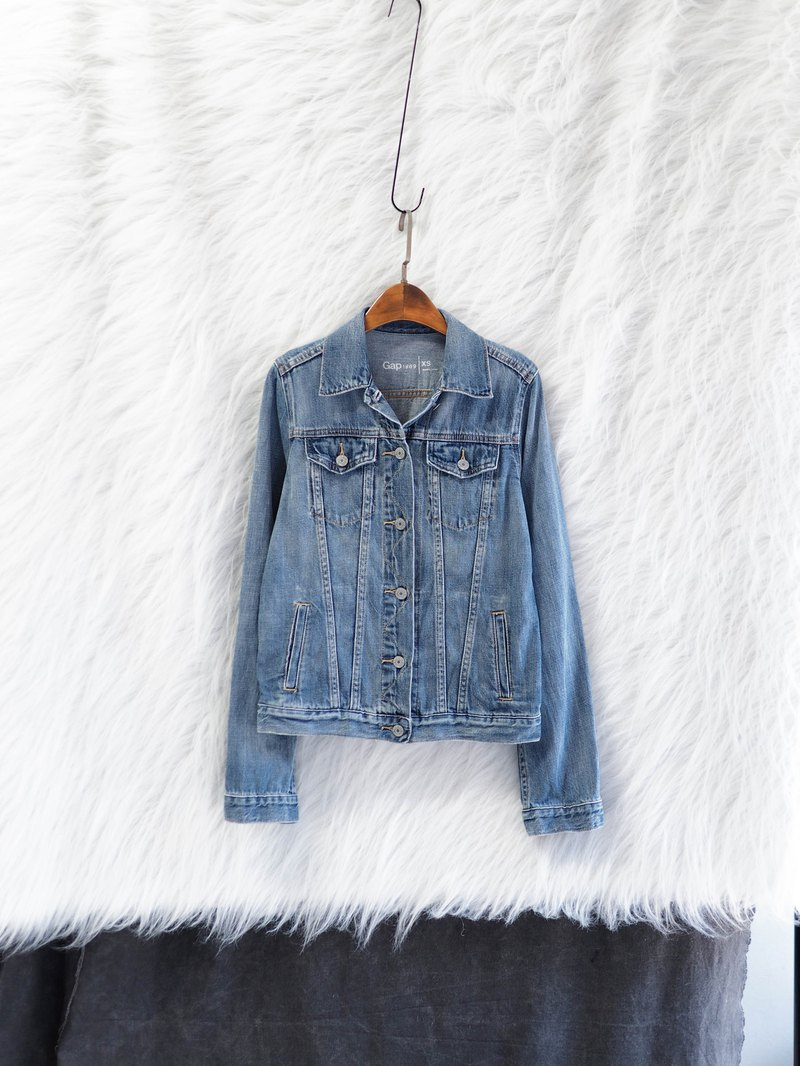 Gap light blue basic simple spring time antique cotton denim denim jacket coat vintage