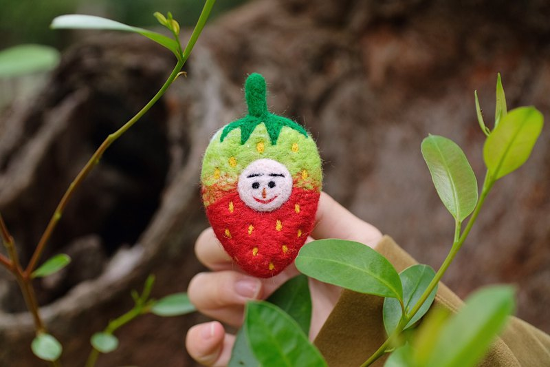 Unripe strawberry wool felt pin
