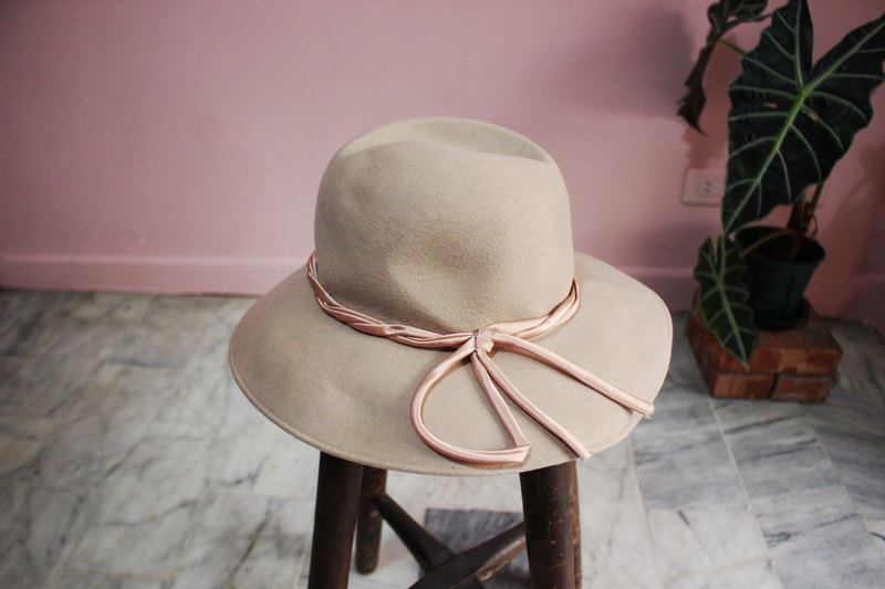 Vintage hat (Made in Italy) Camel 100% pure wool hat (Made in Italy) (Valentine's Day gift)