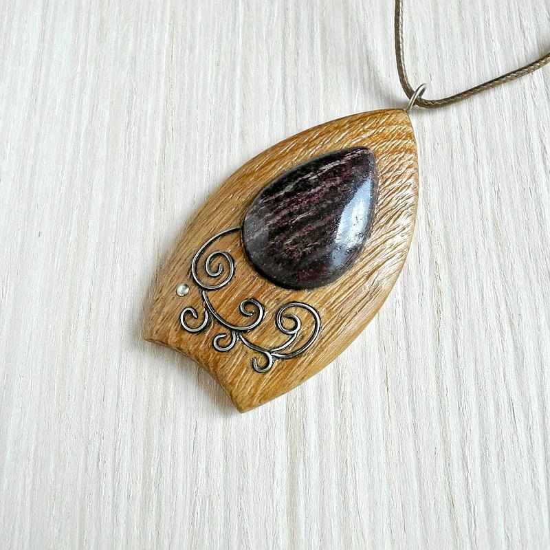 Wooden necklace with lepidolite