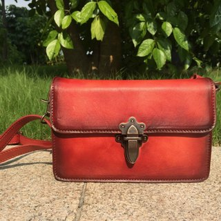 Pure hand-stained red retro flip leather shoulder bag / side backpack / Crossbody / shoulder bag D02