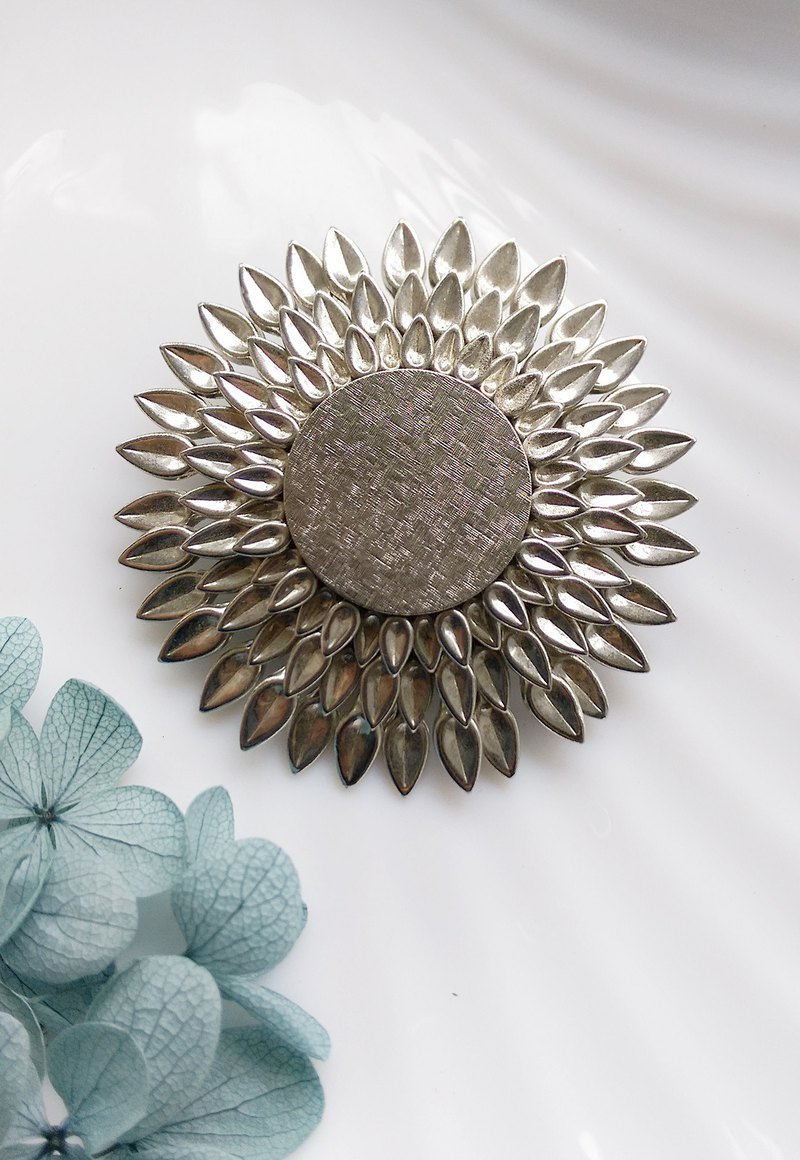 [Western antique jewelry / old age] silver tone sunflower big pin