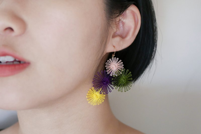 Firework festival embroidery earrings (bloom)
