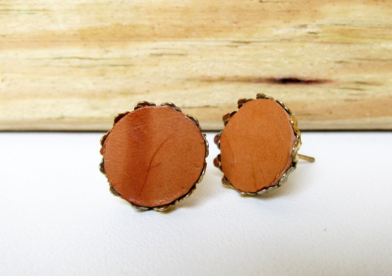 Leather earrings (round)