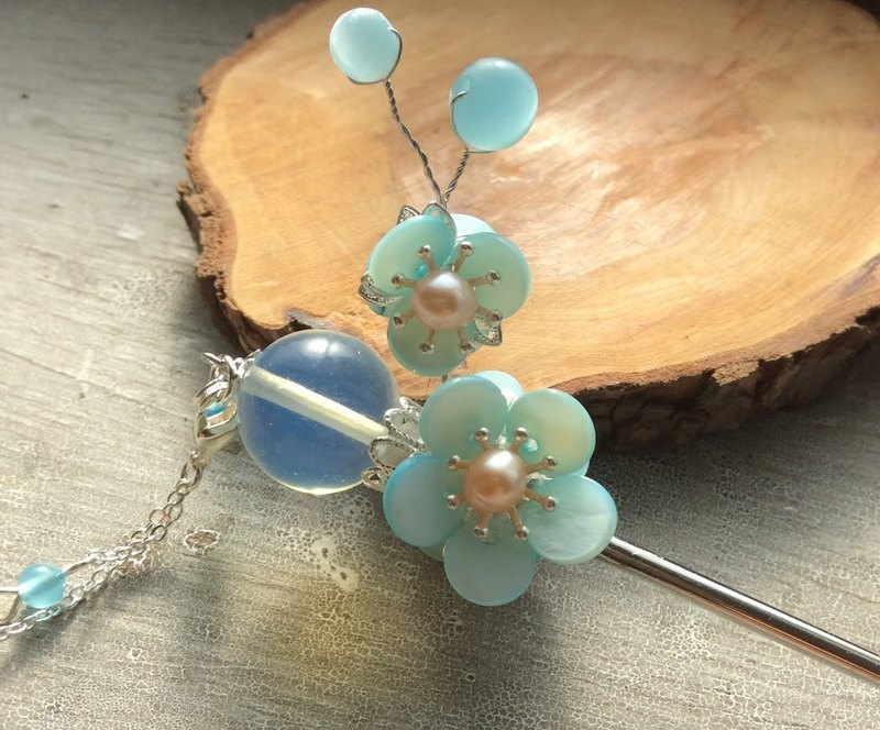 Meow hand ~ Chinese wind double-sided plum opal hairpin