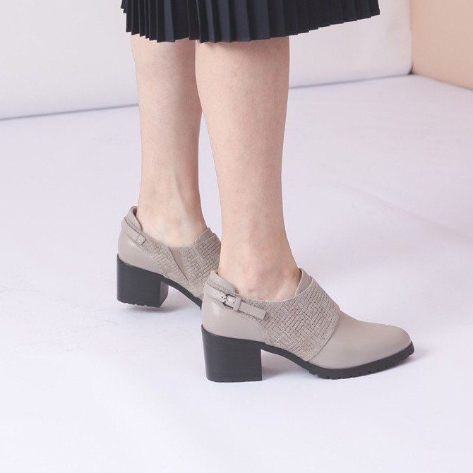 [Show products clear] round head retro leather rough high heels embossed apricot