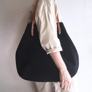 Round type tote bag of cow suede and extremely thick oil nude [Black]
