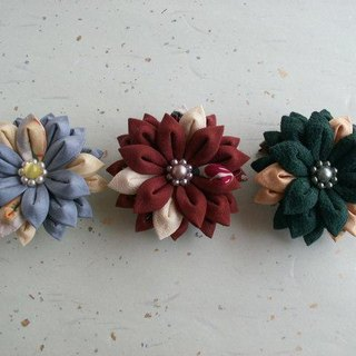 Brooch of W bracket made from knobwork old cloth 【Gerbera】 You can use everyday ♪
